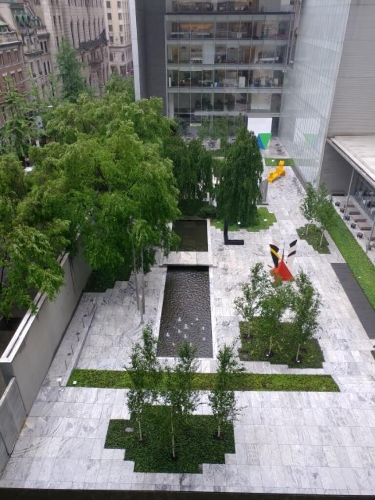 מבט ממרפסת בית הקפה של מוזאון ה-MOMA
